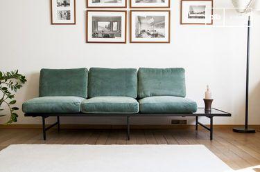Canapé en velours et marbre Carthy
