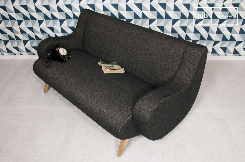 Vous apprécierez son tissu noir bien épais et le moelleux de son assise et de son dossier garnis de mousse d\'une densité de 30kg/m3, qui procurent un très bon niveau de confort