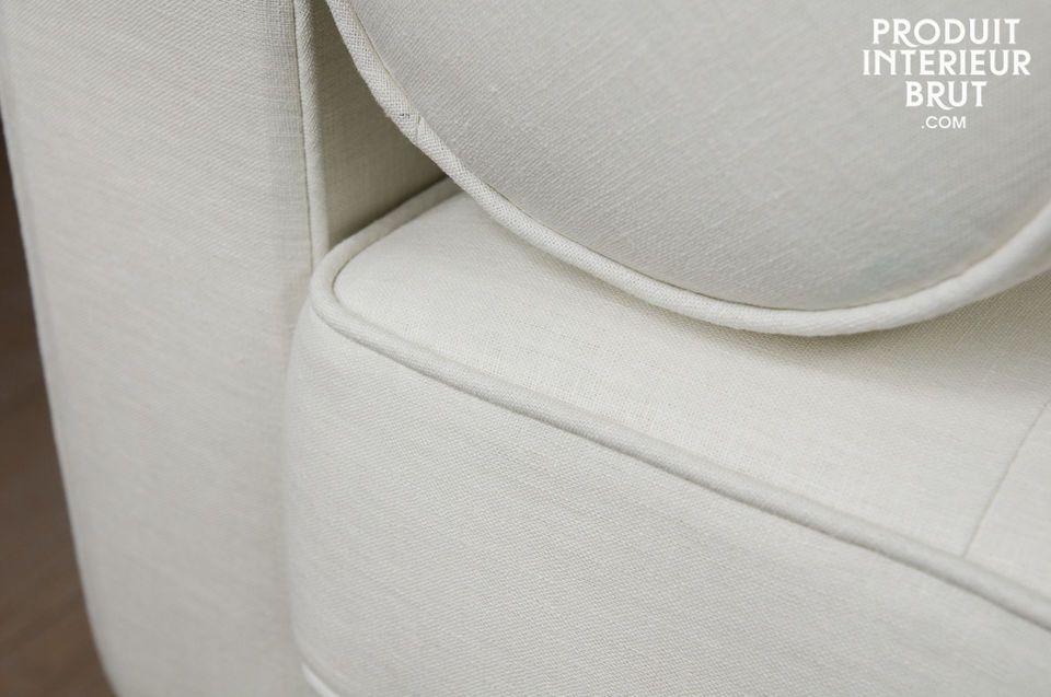 Un canapé qui revendique un look vintage, avec ses lignes épurées inspirées des années 60