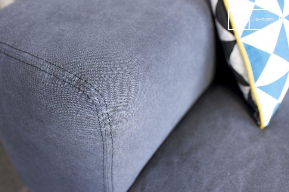 Le canapé Bergen et son revêtement en coton affichent un très joli ton de gris qui ne laissera