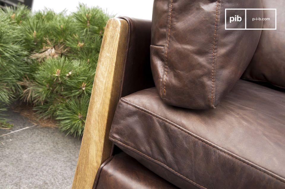 Le canapé Ariston est un parfait d\'exemple d\'une ligne de canapé vintage inspirée des années