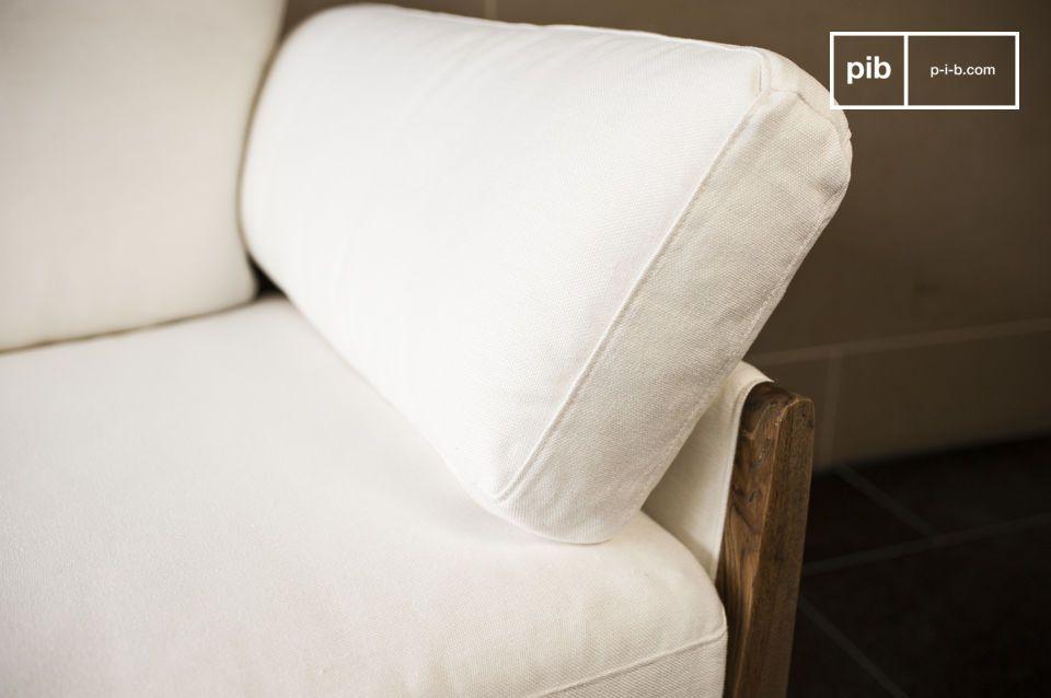Ses lignes inspirées du canapé design des années 60 et la combinaison de ses matériaux en font