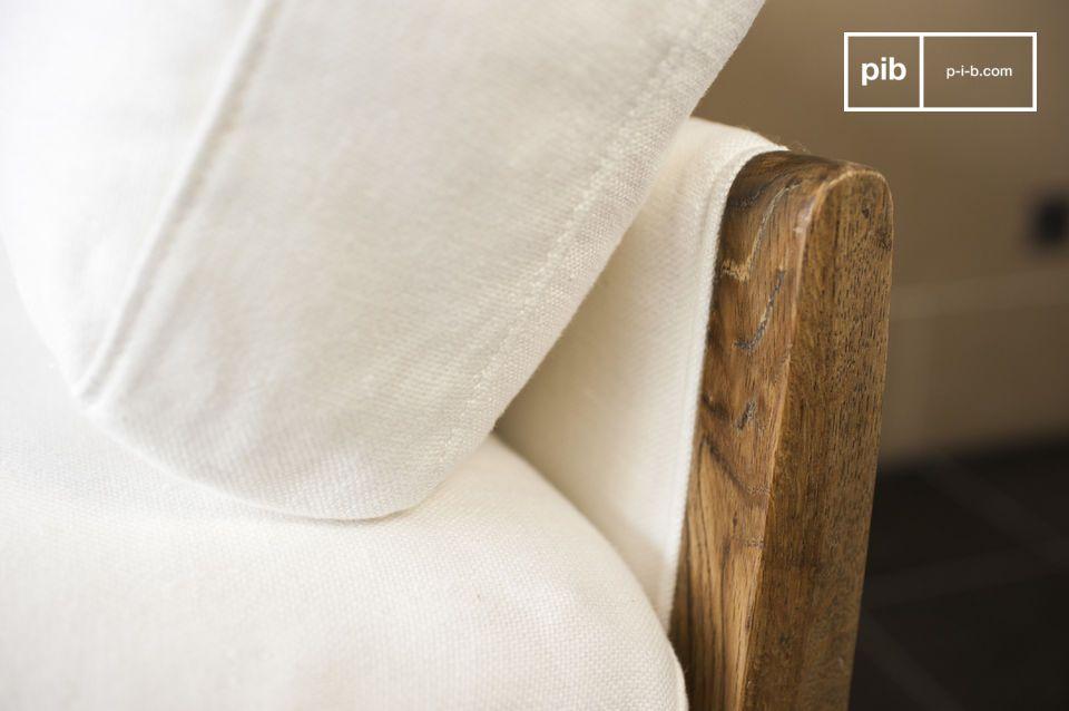 Le canapé vintage Ariston est un meuble de salon dont il émane une élégance luxueuse