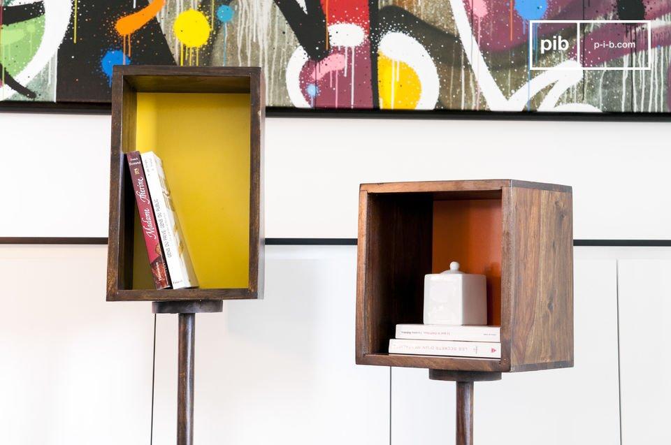 Réalisé en bois massif verni, le casier sur pied Yumi affiche un style résolument rétro qui attire l\'oeil par son fond de couleur vive