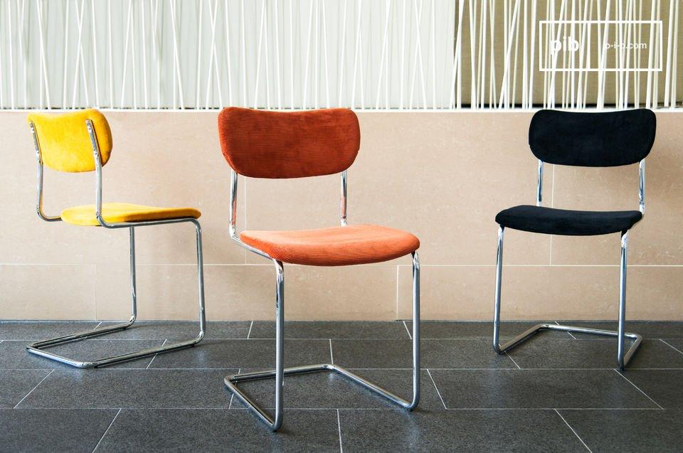 Chaise au design scandinave avec ses lignes courbées