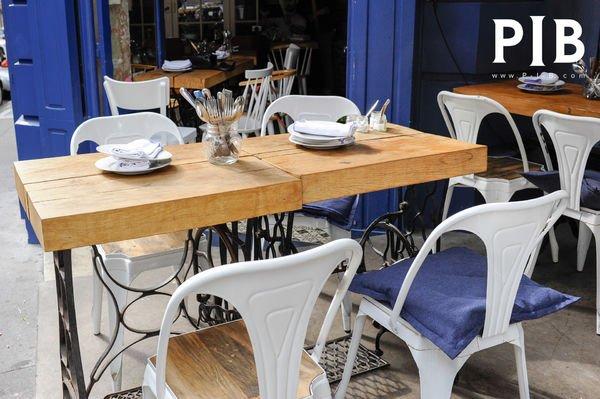 Des chaises style café PIB chez UPTown Paris