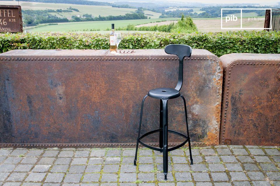 Une chaise de bar associant confort et style industriel vintage