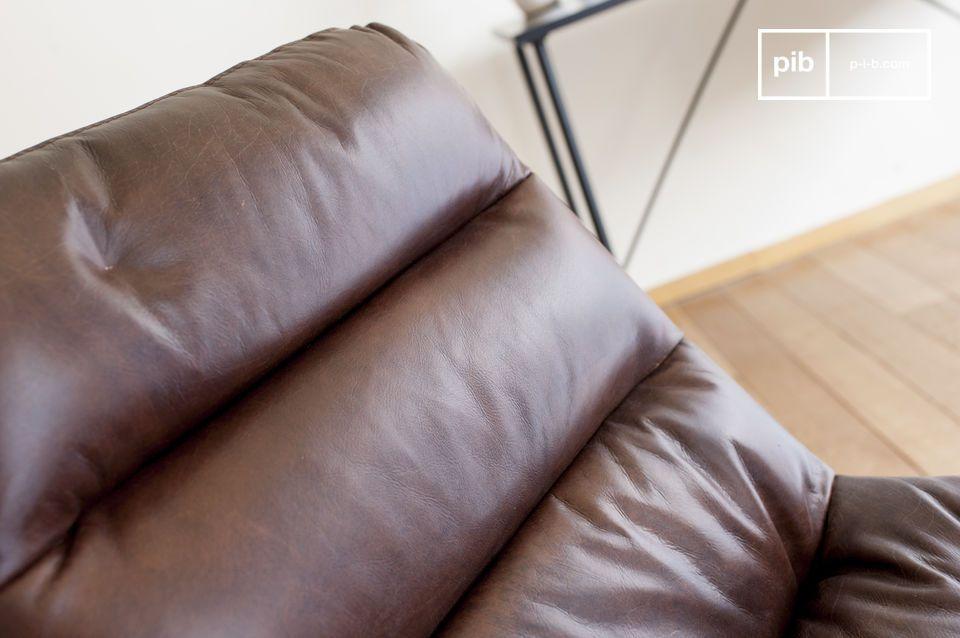 Une chaise de bureau en cuir, élégante et remarquablement durable