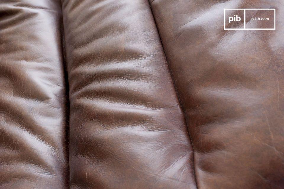 Cette chaise en cuir d\'une grande élégance a l\'avantage d\'être à la fois un objet très