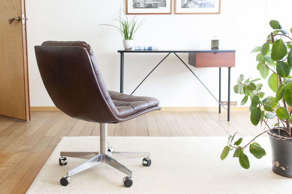 L\'assise en est moelleuse, mais reste ferme, optimisée pour les positions de travail