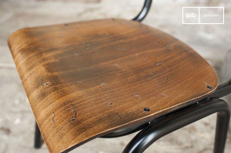 La chaise Doinel est un clin d\'oeil au type de chaise vintage que l\'on trouvait jadis dans les