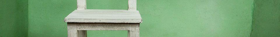 Mise en avant matière Chaise d'enfant en bois blanchi