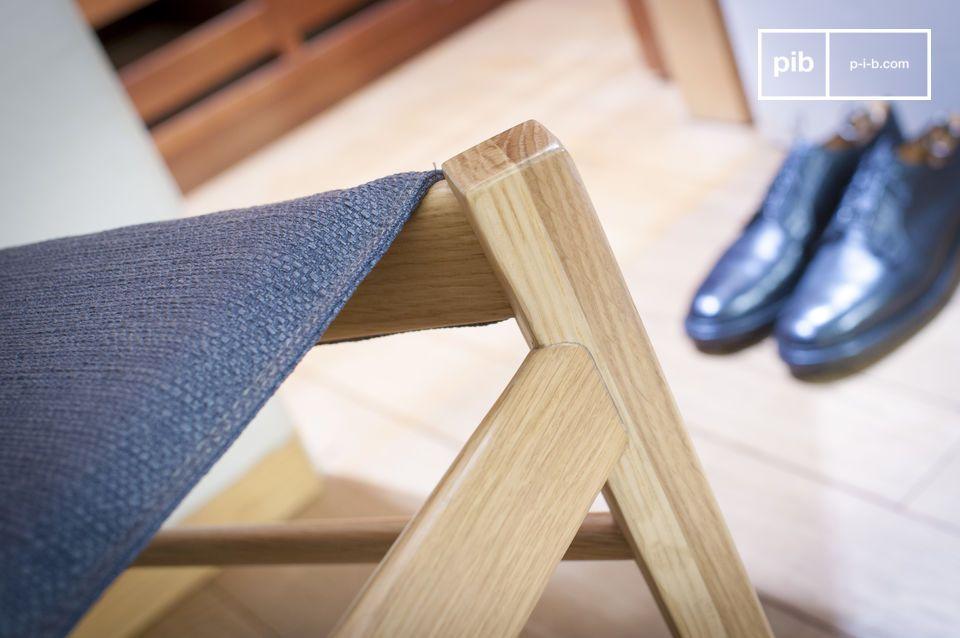 Confort d'assise et bois clair pour une chaise aux accents nordiques