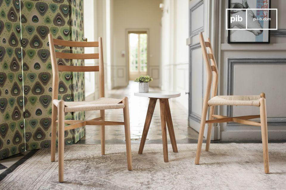 Une chaise au design épuré, idéale autour d'une table de repas