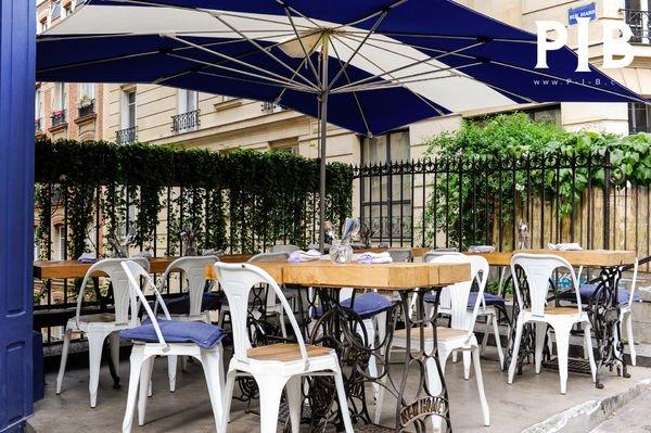 Des chaises pour terrasses PIB chez UPTown Paris