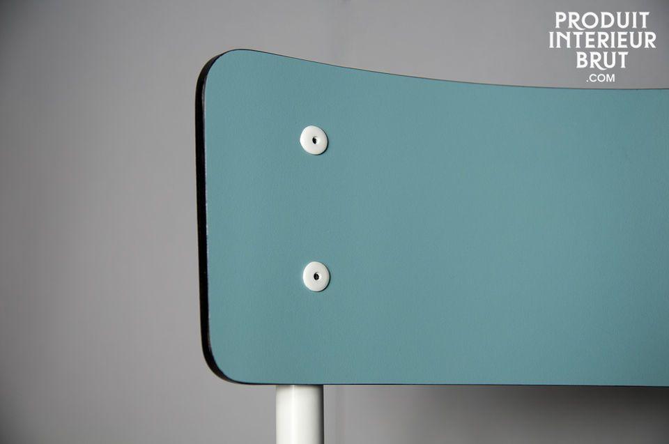 Une chaise rétro très tendance, à dépareiller autour d'une table