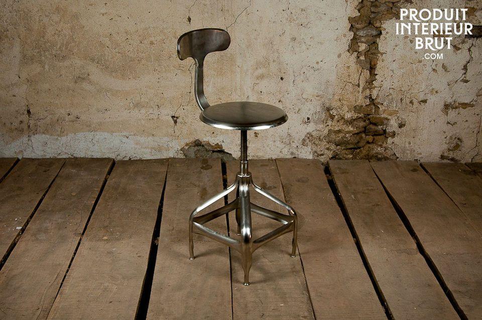 Un siège réalisé tout en métal brossé (non chromé)
