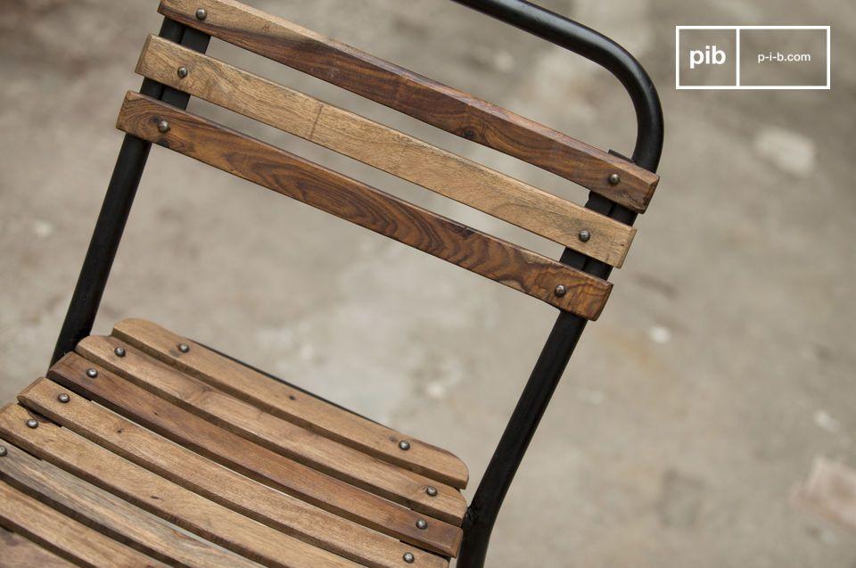 Chaise au design industriel alliant bois et métal