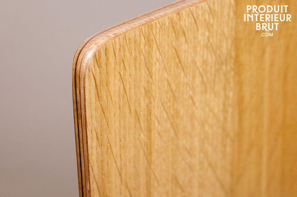 Ce siège est couvert d\'un tissu robuste qui ne craint ni les tâches ni les cendres de cigarette