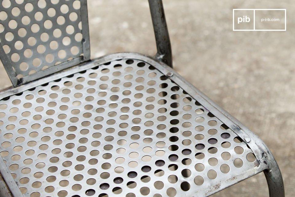 Chaise vintage au design industriel et métallique