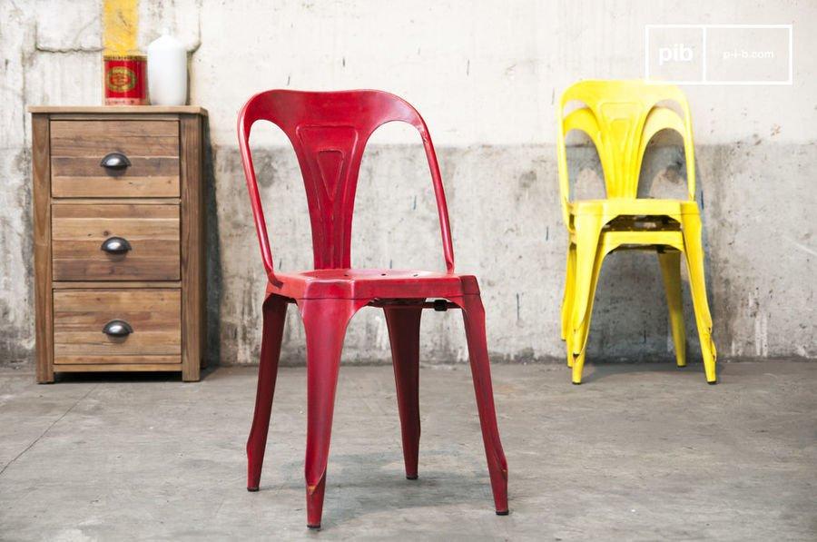 Chaise Multipl's rouge vieillie detail