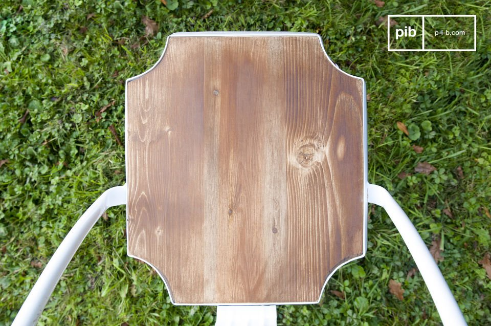 La chaise Multipl\'s trouvera sa place tant dans un intérieur style industriel vintage que dans une maison de campagne mêlée à du mobilier plus classique