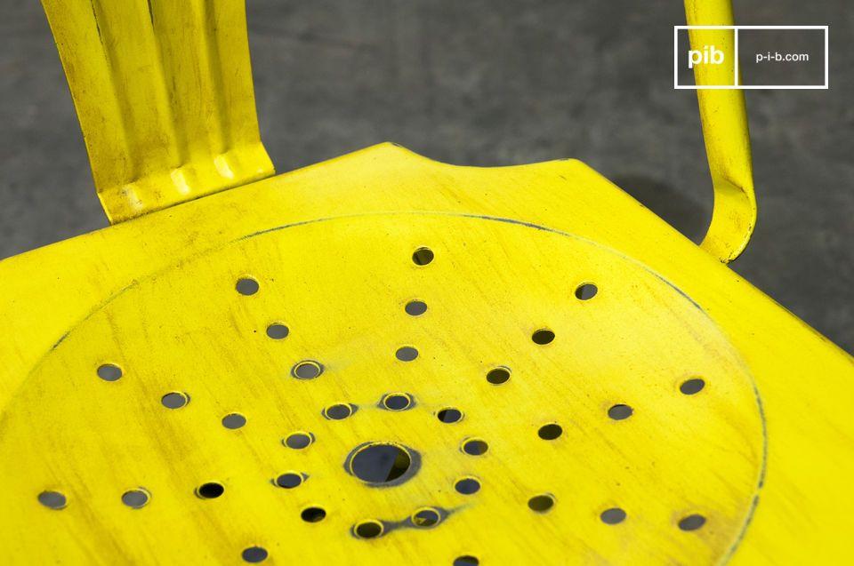 Optez pour un grand classique de chaise design initiée par la marque tolix :  une chaise metal