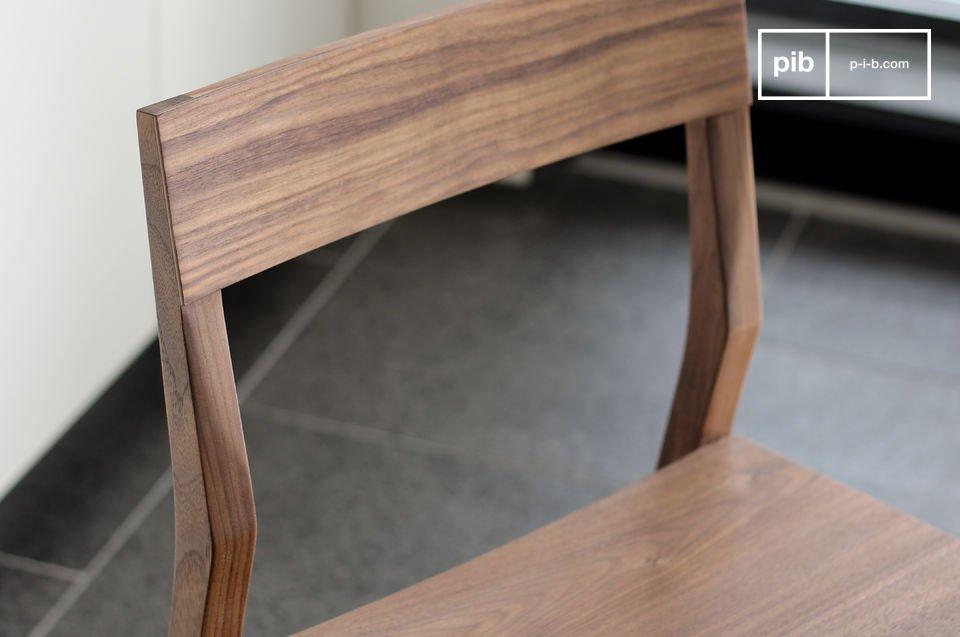 Une chaise dont la grande sobriété lui permettra de s\'intégrer dans tous les types d\'intérieurs
