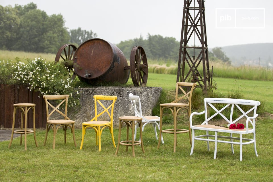 Une chaise vintage lumineuse et robuste