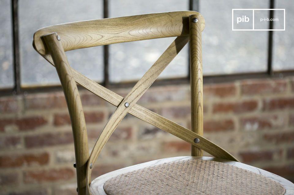 La chaise Pampelune est robuste et donc parfaitement adaptée à une utilisation sur des lieux