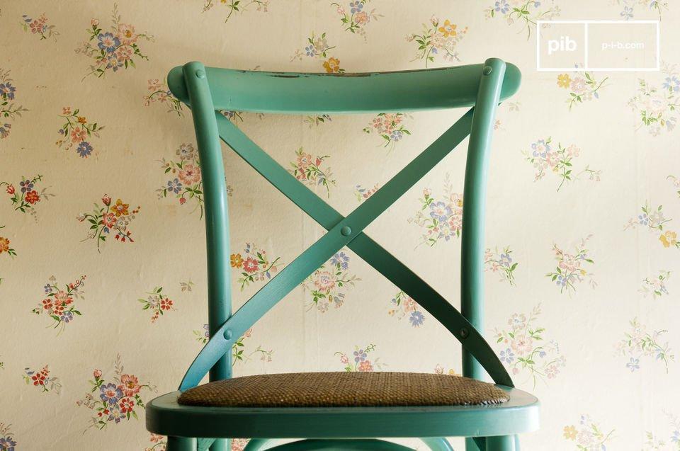 Une chaise bistrot haute en couleur