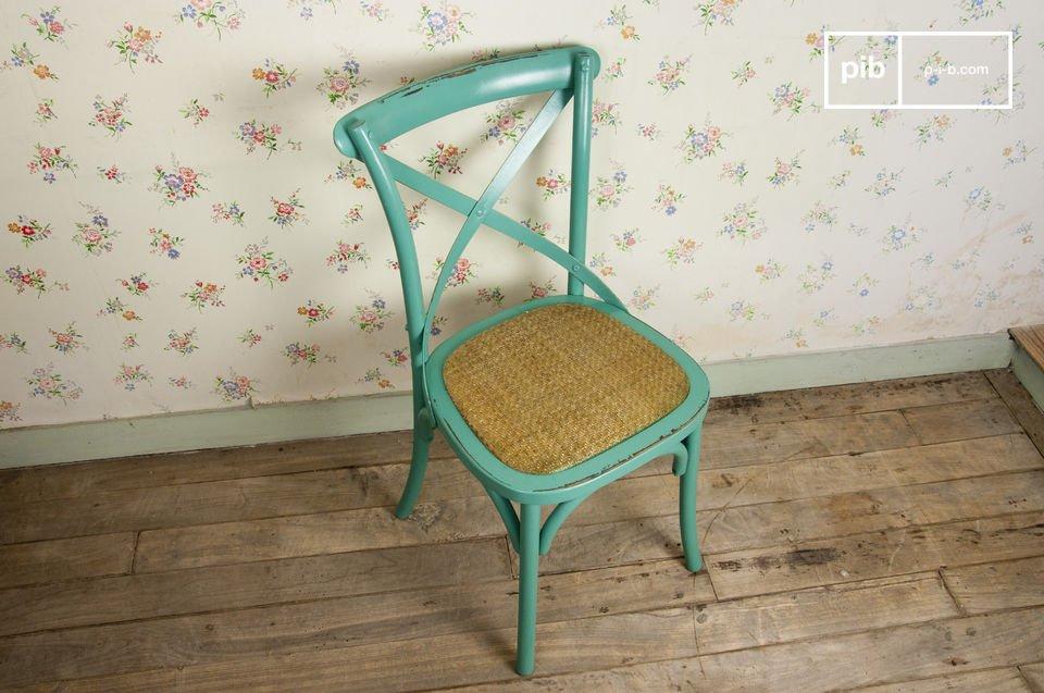 La chaise Pampelune est un superbe meuble qui en plus d\'offrir une place assise confortable