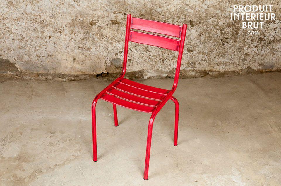 Cette chaise d\'une solidité à toute épreuve possède une très jolie finition \