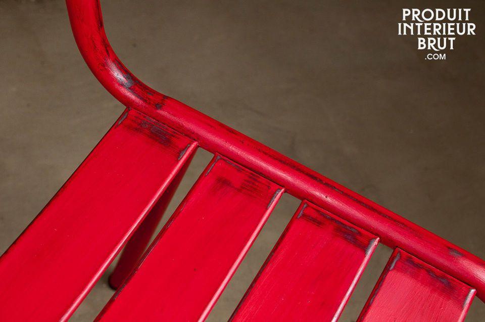 Une chaise robuste aux lignes légères