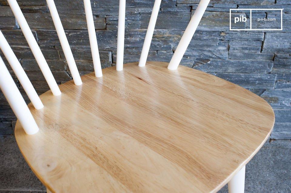 Chaise au design scandinave d'une grande sobriété