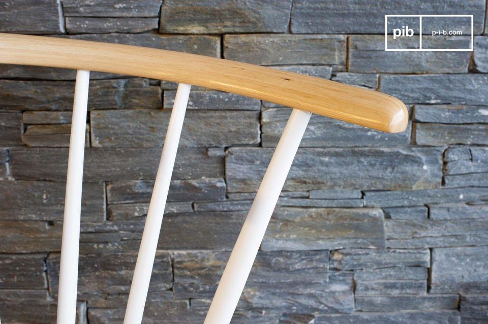 La chaise Lidingö se présente en digne représentante des sièges en bois inspirés par le design