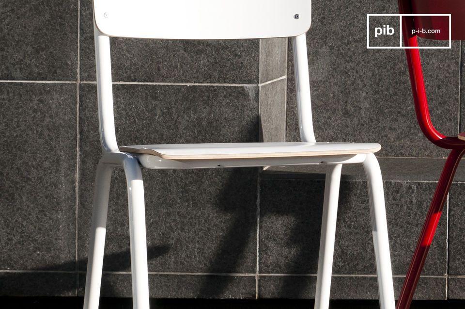 Chaise de style vintage pour une déco rétro tendance