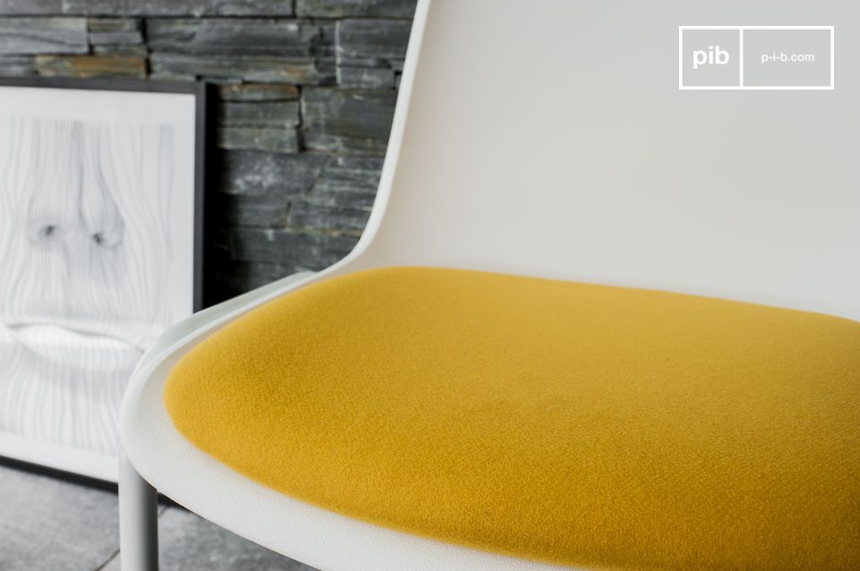Une chaise design rétro pour une touche de couleur lumineuse