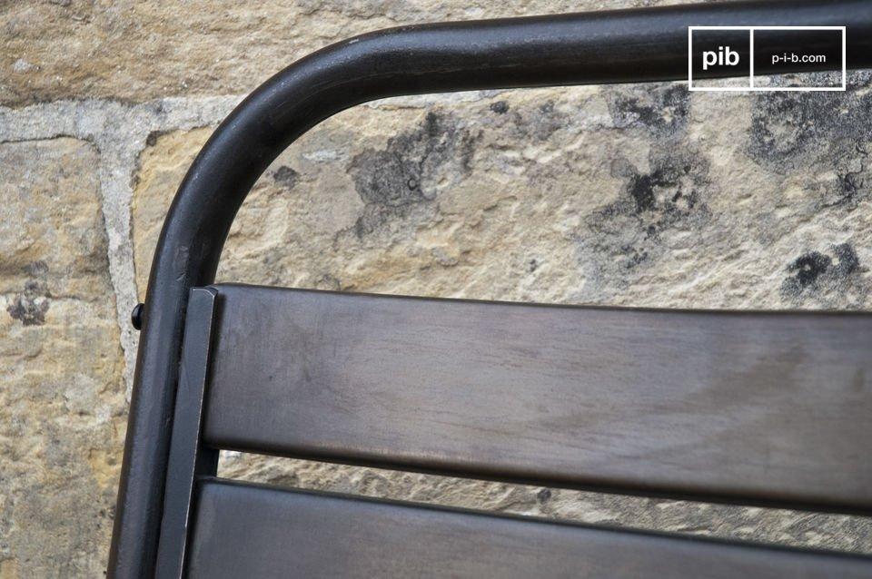 La chaise Square est un parfait représentant des sièges au style industriel