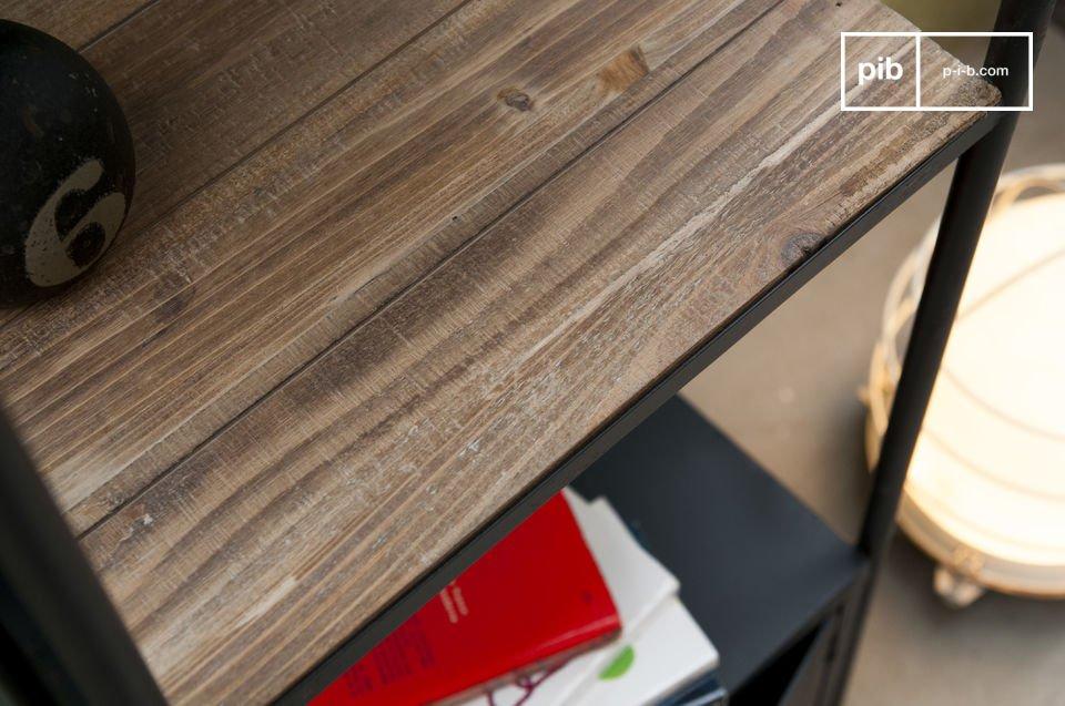 Sa structure en acier et ses plateaux en bois massif lasuré assurent à cette étagère une tenue