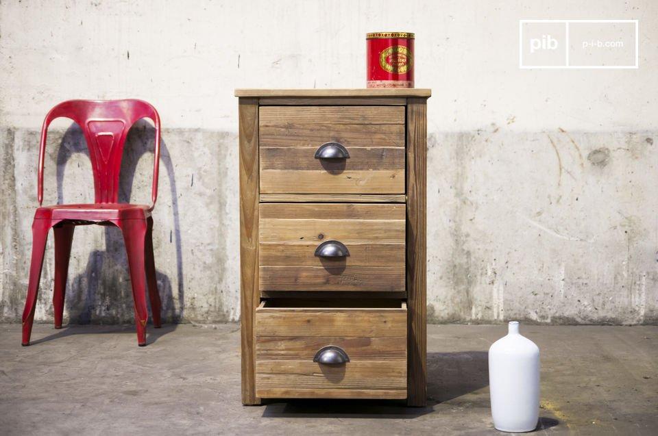 Réalisée tout en bois ancien ciré