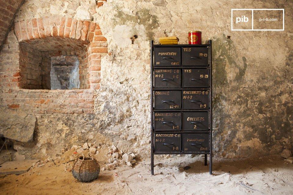 Cette commode métal d\'atelier à 10 tiroirs ravira tous les adeptes du style industriel incarné