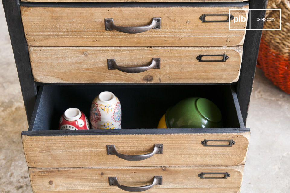 Esthétiquement, la commode Van Ness est un meuble de rangement avec un charme certain