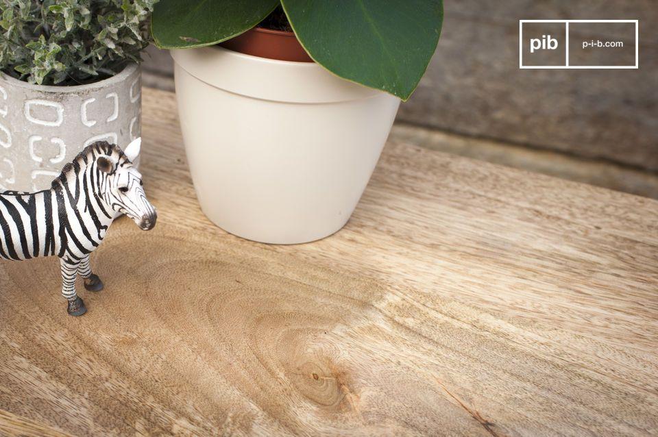 Le bois clair affiche des motifs naturels qui font de chaque console une pièce unique