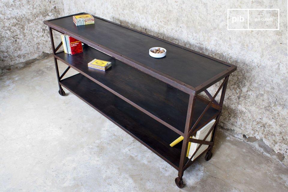 La console Detroit est un meuble imposant qui apportera son style industriel brut à votre