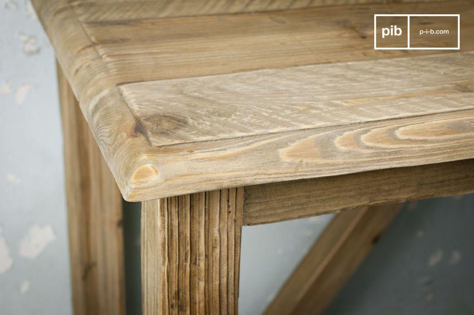 Optez pour une console de caractère, réalisée toute en bois de pin massif ancien recyclé