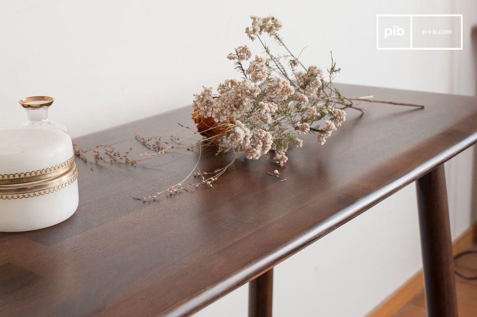 Conçue dans un bois d\'acacia particulièrement esthétique et raffiné donnant avec le vernis