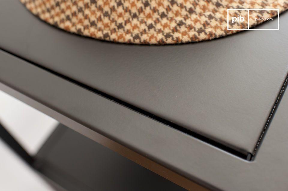 L\'esthétique du meuble repose sur  de savants jeux géométriques et sur la destructuration des