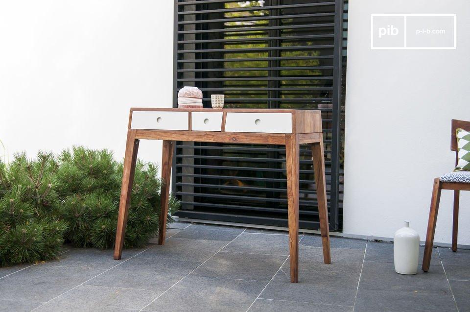 La console Naröd est un rangement mêlant originalité, matériaux de qualité et design vintage