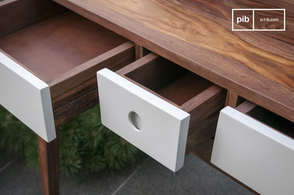 Cette console en bois est entièrement conçue en bois de rose massif